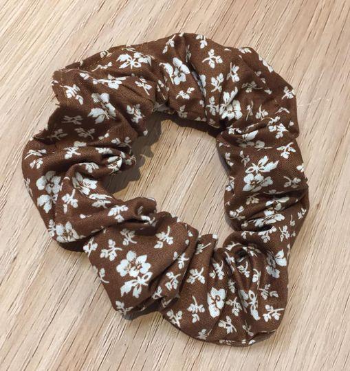 scrunchie brown floral